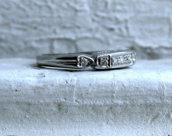 Vintage Platinum Art Deco Diamond Wedding Band.