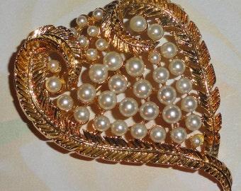 Vintage Designer LISNER Figural Gold Tone Simulated Pearl Heart Corazon Brooch
