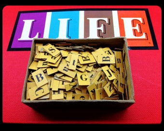 Lot of 20 vintage cardboard letters - Kenworthy's yellow letter cards with black numbers