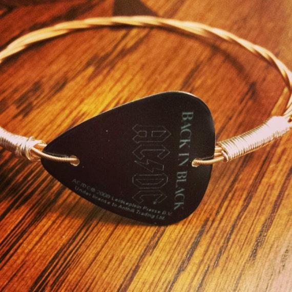 Guitar Strings How To Pick : repurposed ac dc guitar pick guitar string bracelet ~ Hamham.info Haus und Dekorationen
