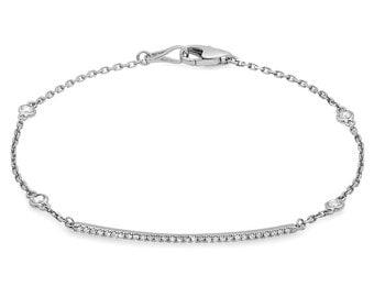 Fashionable Diamond Bracelet with a String of Diamonds