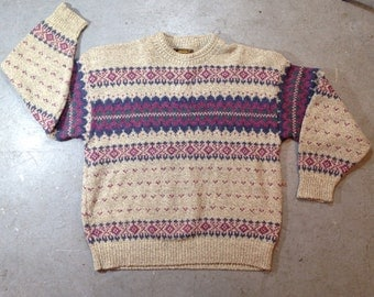 vintage 1980s cozy wool sweater in Fair Isle pattern. retro clothing.