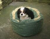 "Round Dog / Cat Bed Teal Beige 'Just Right for Bella' Basket King Charles Cavalier 20"" Diameter Bye Brytshi"