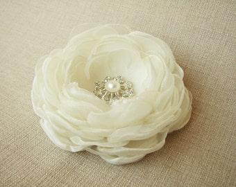 Ivory Flower Hair Clip, Bridal Head Piece, Wedding Accessory, Flower with Rhinestone - /Mia/
