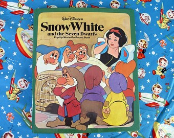 RARE 1981 Snow White and the Seven Dwarfs Pop Up Movie Go Round Hard Cover Book, Diorama Book