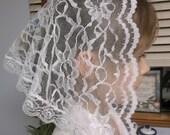 White lace toddler veil .  Prod.# Zw05