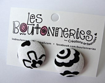 Earrings buttons -Black and white flowers-