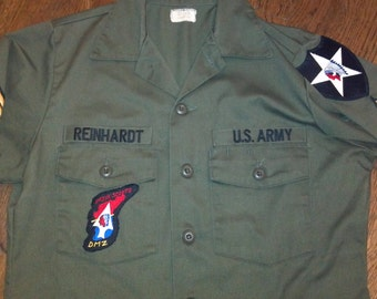 John Lennon Army Shirt.  Men's MEDIUM (15.5 X 33)