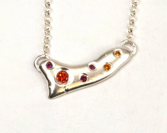 Droplets of Opulence: Warmth Bar Necklace