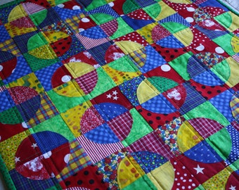 Raw Edge Circle Art Quilt ; Children's Quilt ; Textile Wallhanging ; Crayon Brights ; Table Topper ; Scrappy Quilt ; Red Blue Quilt