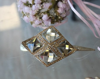 Beautiful gold  color hair clip  with sparkling rhinestones   1  piece  listing