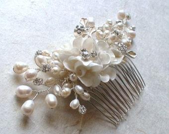 Bridal headpiece. Wedding hair accessories. Flower hair comb. Pearl hair comb. Hair accessories. Flower hair piece. .