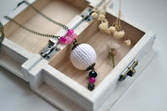 White Pink Crochet Necklace - Crochet beads necklace, beaded, boho jewelry, fiber jewelry - Spring jewelry