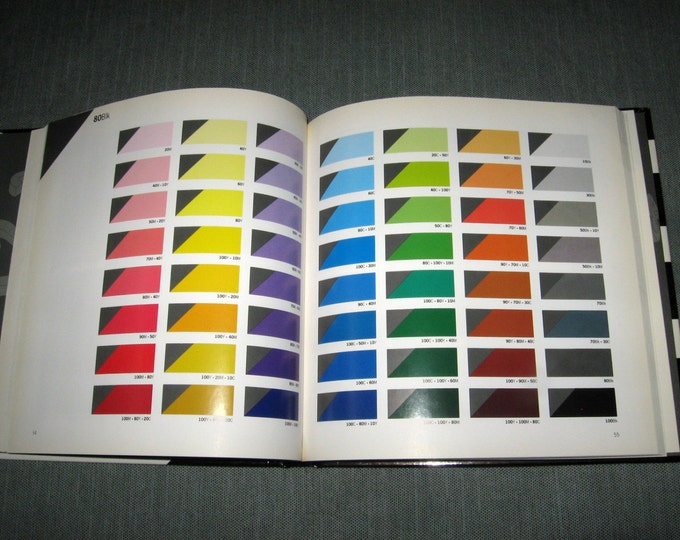 """Color Works 5  """"The Black and White Book""""  Guide to Working with Color by Dale Russell (1990)"""