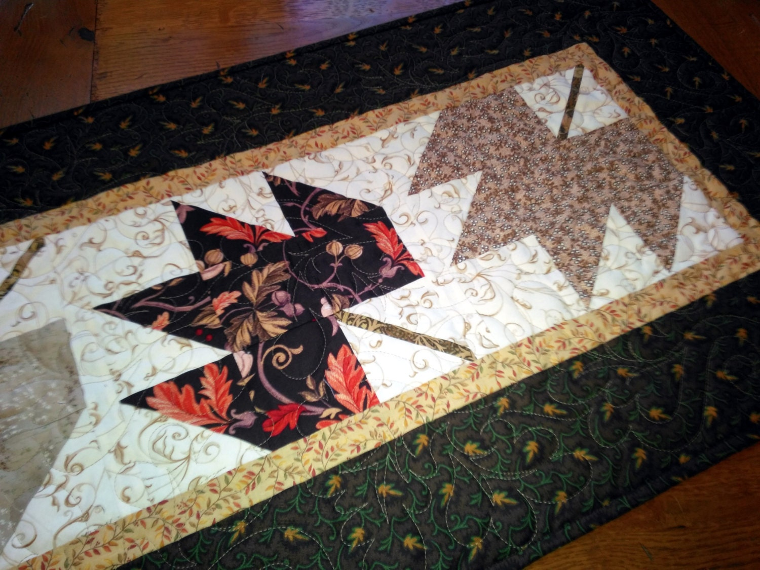 Maple Leaf Quilt Pattern Table Runner : Four Maples Leaves Quilted Table Runner