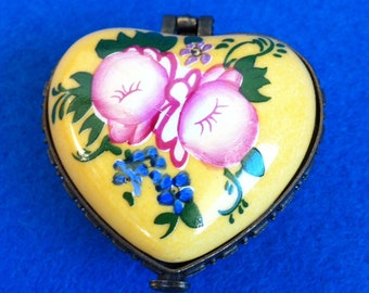 Vintage porcelain yellow rose flowers pill box // jewelry box heart shaped