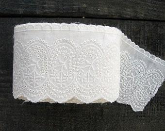 3 meters / Cotton Lace Trim / Beige cream colour