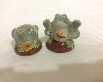 Vintage Frog Salt and Pepper Shakers Ceramic Frog Salt and Pepper Shakers Frog Salt and Pepper Shakers