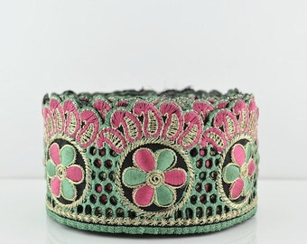 Lace Trim, Embroidered Lace Trim, Border, Indian Style, Floral, Jacquard, Paisley, Green, Pink, Gold Thread - 1 meter