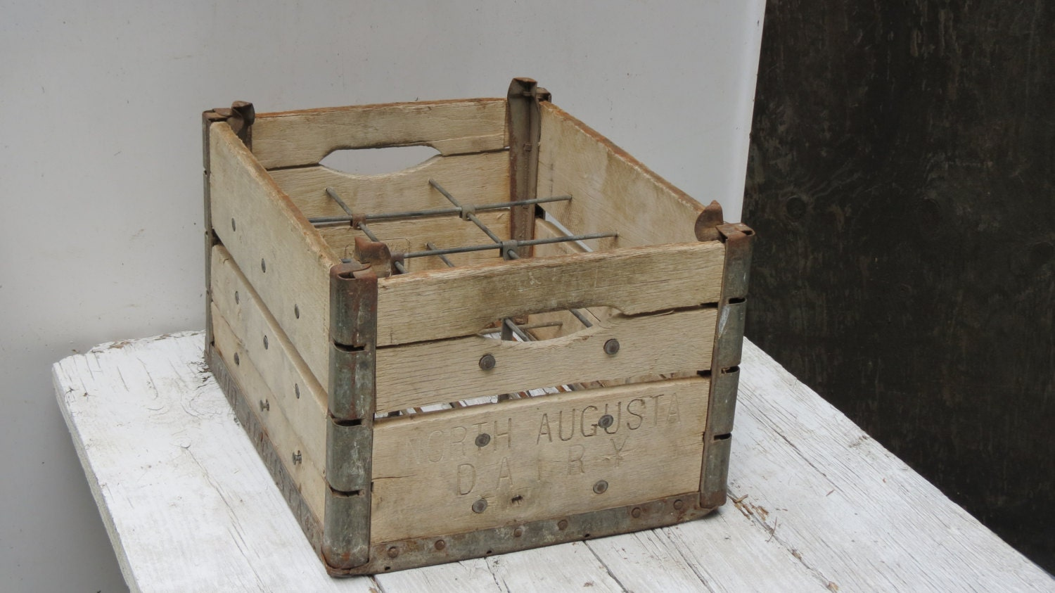 fabulous vintage wooden 12 bottle 1945 milk crate north. Black Bedroom Furniture Sets. Home Design Ideas