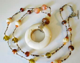 Vintage boho necklace, 1970s bovine bone and glass beaded hippie necklace
