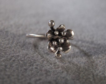 Vintage Sterling Silver Dimensional Flower Design  Band Ring, Size 6