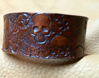 "Leather bracelet 1"" wide with Skulls and Gears (Steam Punk)"