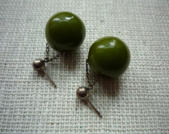Vintage Hunter Green Bakelite Ball Dangling Earrings