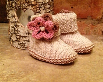 Gorgeous cream knitted booties with knitted flower detail
