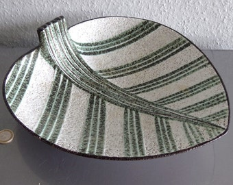 50s RUSCHA ceramics: large bowl in leaf shape. 721 / 2 Ruscha Handpainted H.F. Made in Germany. Vintage