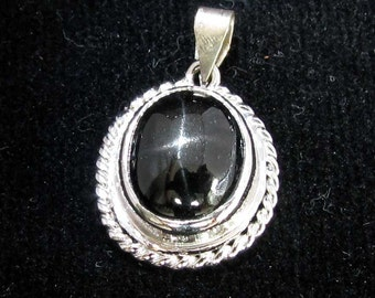 sterling silver gemstone pendant with a black oval shaped star diopside marked 925 (GP46)