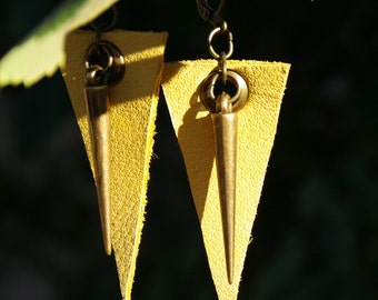Small triangle earrings in soft yellow grain leather with brass spike