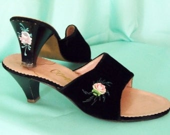 Sexy 1960's Black Velvet Slippers with Delicate Hand Painted Rose Heels - Oomphies  Size 5 1/2 N