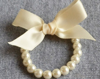 flower girl Bracelet,Little Girl Pearl Bracelet with ribbon for flower girls,gift, toddler birthday,pearl bracelet,ivory ribbon glass pearl