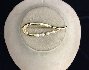 Vintage Gold Tone Faux Pearl  Pin