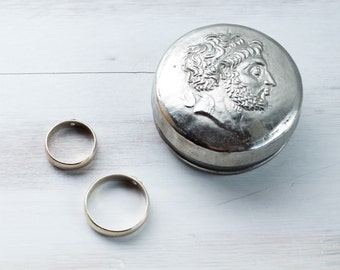 Vintage Silver Plated Jewelry Ring Bearer Box Hand Hammered Roman Emperor Head Multifunctional Memory Box Engagement Box Organizer ohtteam