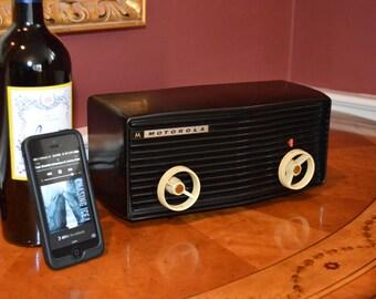 Bluetooth iPhone Ready 1950's Motorola Bakelite Black Beauty AM Tube Radio  /////////////////// Mint Exterior /////////  Hear it Play