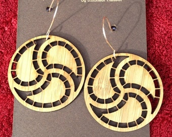 Laser-cut Webbed Samtaegeuk Earrings