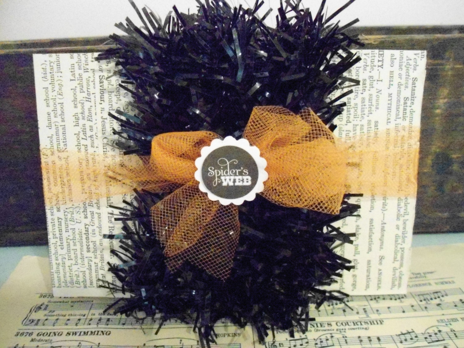 Black shiny halloween garland tinsel