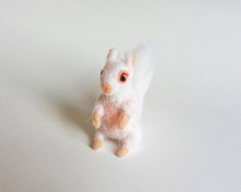 Felted Miniature Needle Felt White Squirrel Wool Soft Sculpture Mini Animal Tiny Albino Squirrel Dollhouse Figurine Woodland Animal