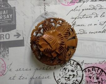 vintage wooden flower brooch 1950s style