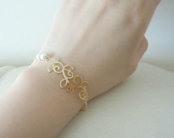 Floral Pearls Bracelet. Gold and Silver Flower bracelet. Wedding Bracelet. Bridesmaids Bracelet. Bridal Bracelet
