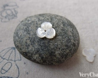 4 pcs of Mother of Pearl Shell Engraved  Flower Charms 10mm A6718