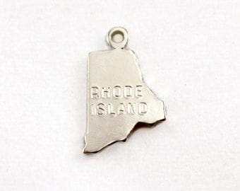 2x Silver Plated Engraved Rhode Island State Charms - M072-RI