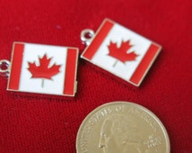 """5pc """"Canada flag"""" charms in antique silver style (BC311)"""