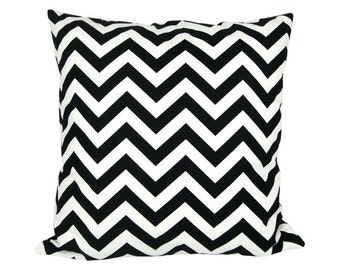 CHEVRON pillow cover black white zigzag striped 40 x 40 cm graphically