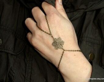 Antique bronze flower slave bracelet, Slave bracelet ring, hand bracelet, Bohemian hand jewelry, Bronze bracelet ring