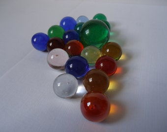 Marbles, 19 Beautiful Clearie Marbles, Vintage Collectable, Approximately 1/2 in. to 11/16 in., One Shooter Approximately 7/8 in.