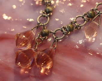 Vintage feminine Czech cut glass necklace.