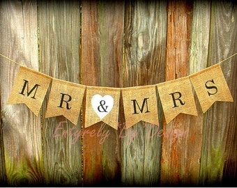 Wedding Banner MR & MRS - Mr and Mrs Burlap Banner, Photo Prop, Wedding Decoration, Bridal Shower Engagement, Barn Style Wedding